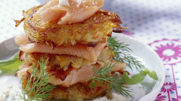 Rezept: Zwiebel-Kartoffel-Puffer mit Lachsforelle und Meerrettich