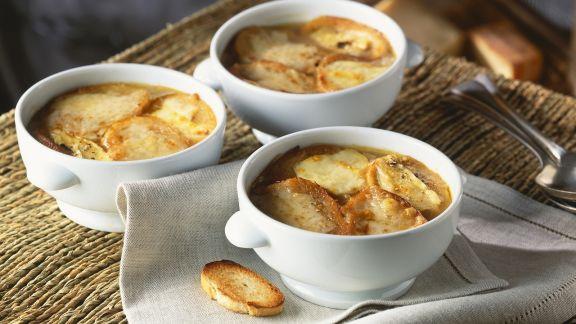 Rezept: Zwiebelsuppe mit Käsebaguette