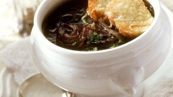 Rezept: Zwiebelsuppe mit Käsebroten
