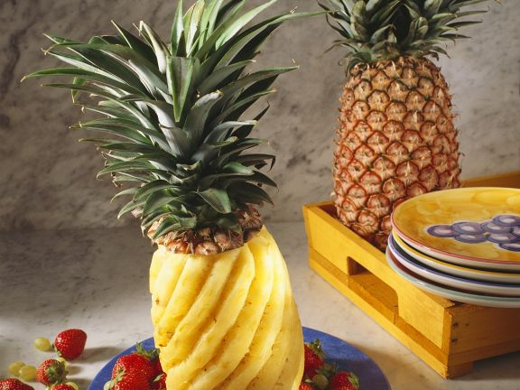 ananas mit fr chten rezept eat smarter. Black Bedroom Furniture Sets. Home Design Ideas