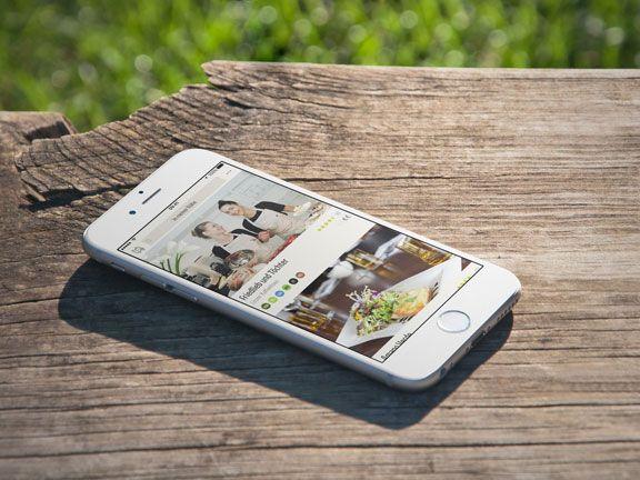 Handy mit Vanilla Bean App auf einer Tischplatte