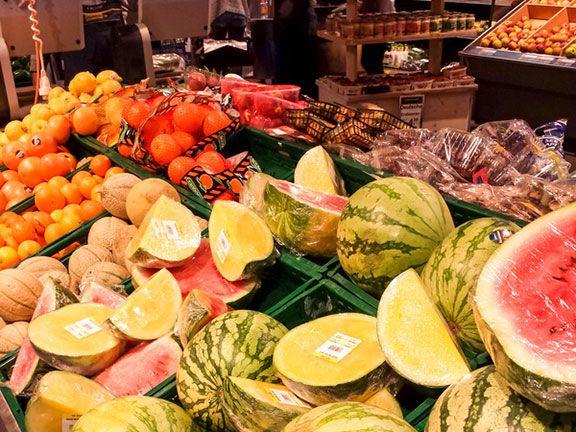 Frischetheke im Supermarkt