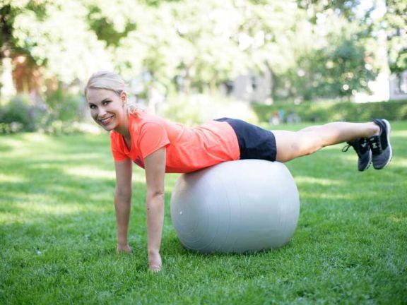 gymnastikball als b rostuhl gesund oder ungesund eat smarter. Black Bedroom Furniture Sets. Home Design Ideas