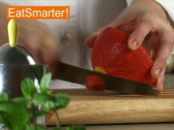 hokkaido k rbis in w rfel schneiden eat smarter. Black Bedroom Furniture Sets. Home Design Ideas