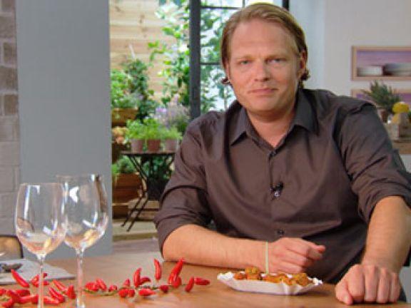 Küchenchef Björn Freitag kocht fürs Fernsehen und Schalke 04