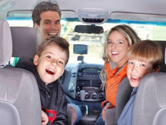 So wird das Reisen mit Kindern im Auto problemlos verlaufen.