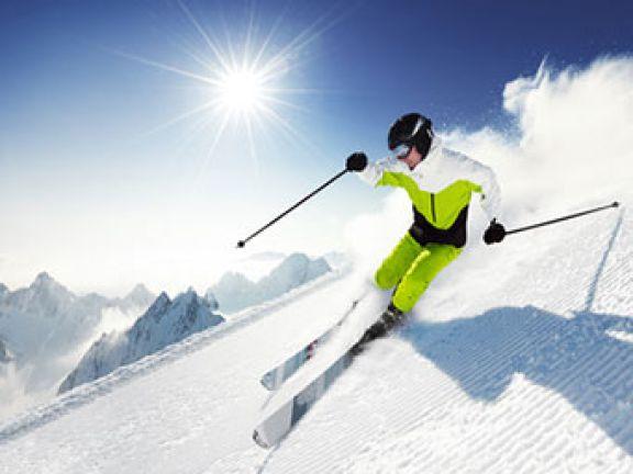 Wer sicher durch den Skiurlaub kommen will, sollte auf seine Fitness achten.