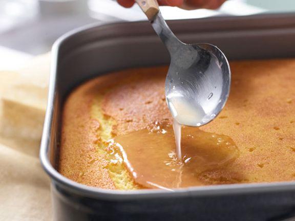 Tränken macht Ihren Kuchen schön saftig.