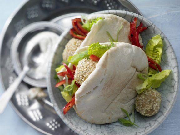 Kichererbsenbällchen im Pita-Brot
