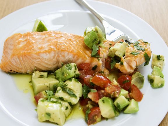 lachs mit avocado tomaten salsa rezept eat smarter. Black Bedroom Furniture Sets. Home Design Ideas