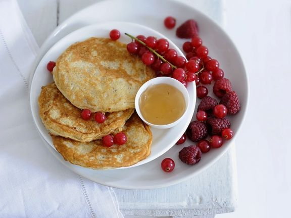 pancakes mit banane und beeren rezept eat smarter. Black Bedroom Furniture Sets. Home Design Ideas