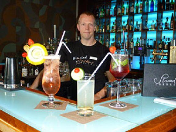 Barkeeper Daschke hat für EAT SMARTER drei Partydrinks kreiert. © Janina Darm