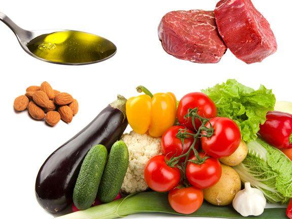Collage aus Gemüse, Fleisch, Öl und Nüssen - Pegan Essen