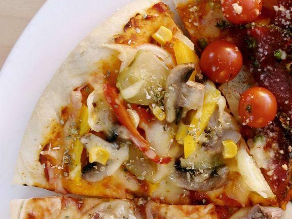 pizza mit paprika rezept eat smarter. Black Bedroom Furniture Sets. Home Design Ideas