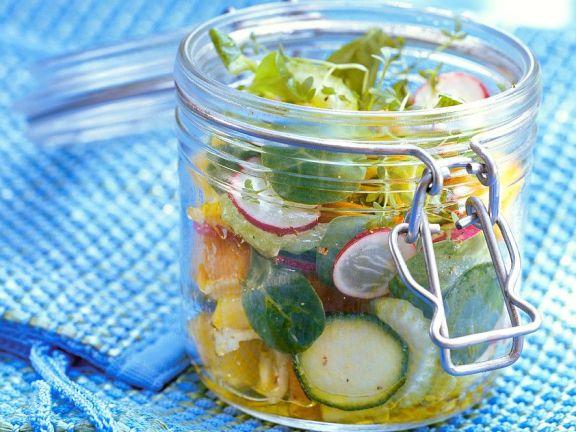Salat im Glas ist vielseitig und praktisch.