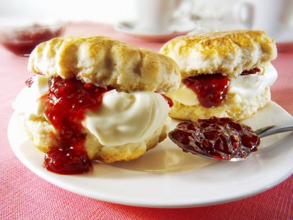 scones mit konfit re und clotted cream rezept eat smarter. Black Bedroom Furniture Sets. Home Design Ideas