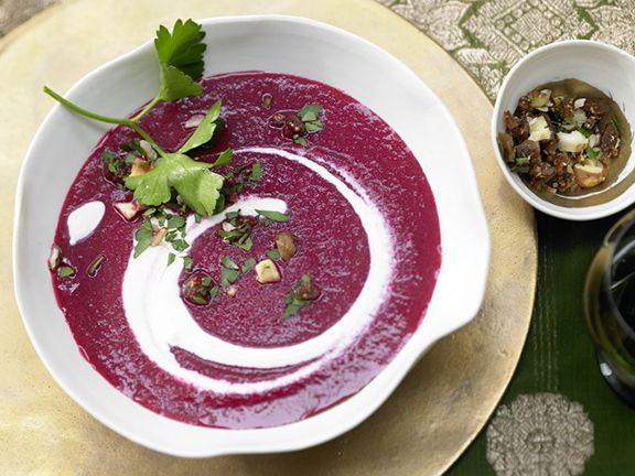 Rote Bete Suppe mit Lebkuchengewürz