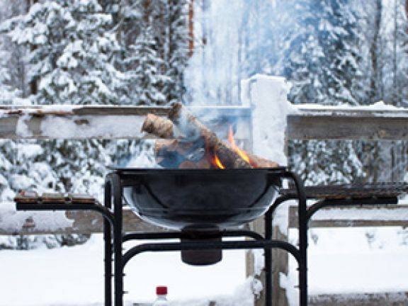 Eine tolle Idee: Wintergrillen. © romantsubin - Fotolia.com