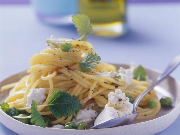 zitronige pasta mit erbsen und ricotta rezept eat smarter. Black Bedroom Furniture Sets. Home Design Ideas