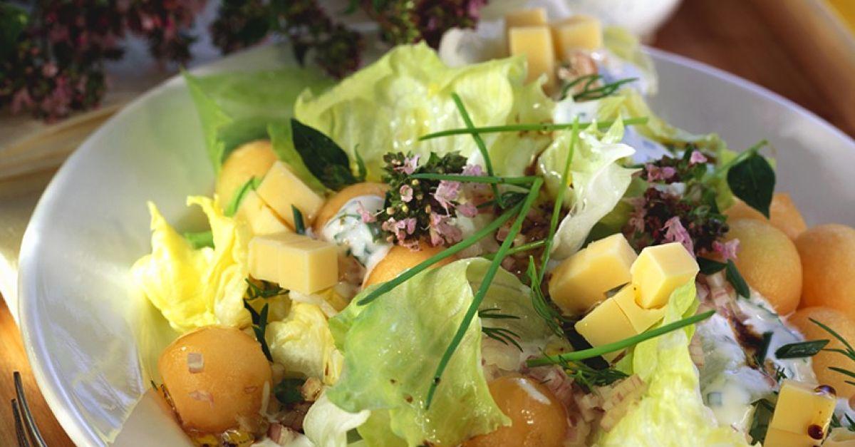 bunter salat mit melone und k se rezept eat smarter. Black Bedroom Furniture Sets. Home Design Ideas