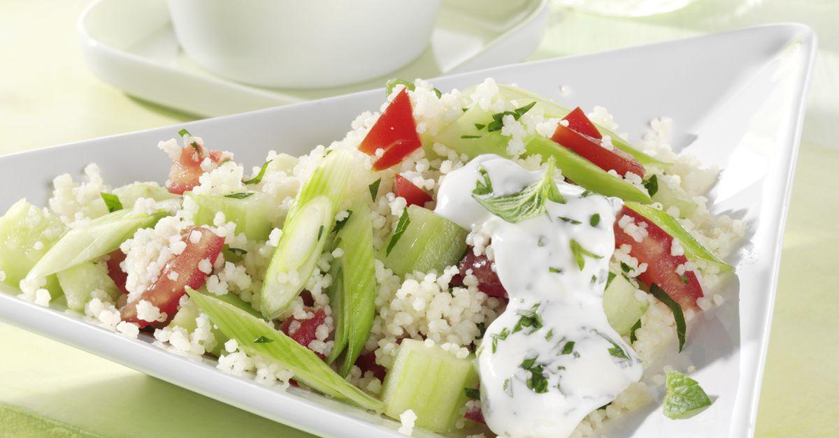 couscous salat mit tomate und gurke rezept eat smarter. Black Bedroom Furniture Sets. Home Design Ideas