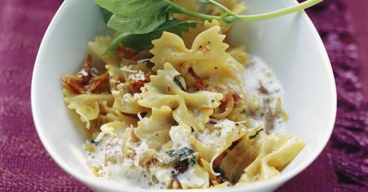 pasta mit getrockneten tomaten rezept eat smarter. Black Bedroom Furniture Sets. Home Design Ideas