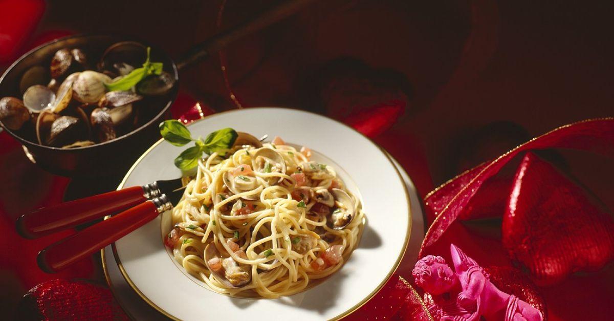 pasta mit muscheln rezept eat smarter. Black Bedroom Furniture Sets. Home Design Ideas