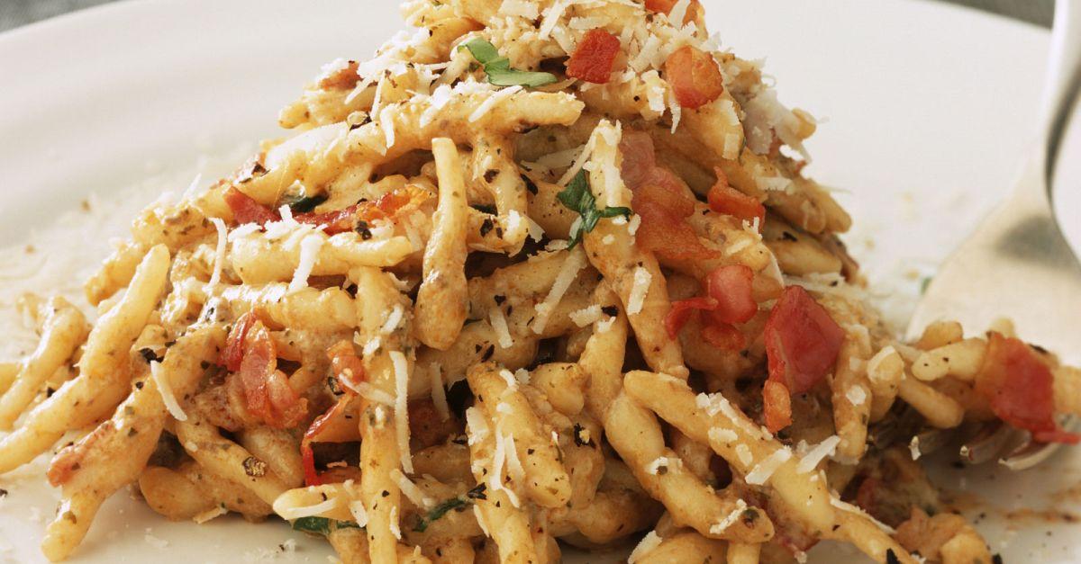 pasta mit pilzen und speck rezept eat smarter. Black Bedroom Furniture Sets. Home Design Ideas