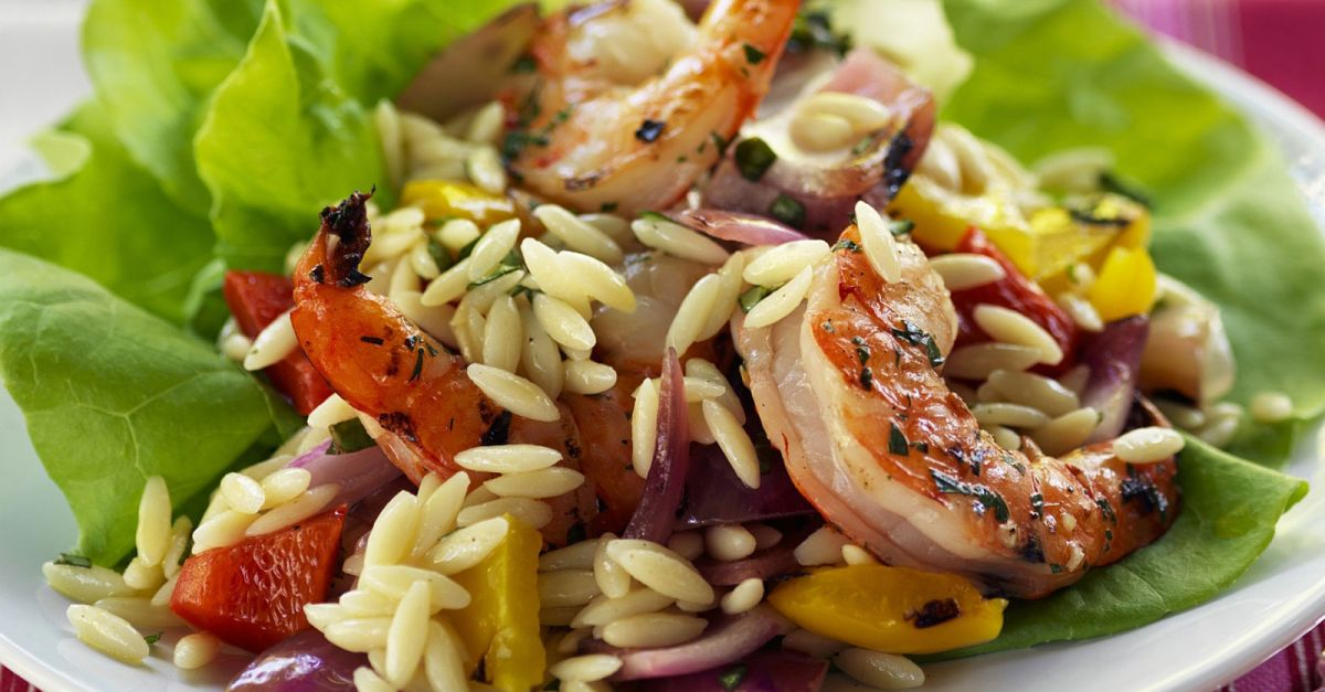 pasta salat mit garnelen und gem se rezept eat smarter. Black Bedroom Furniture Sets. Home Design Ideas