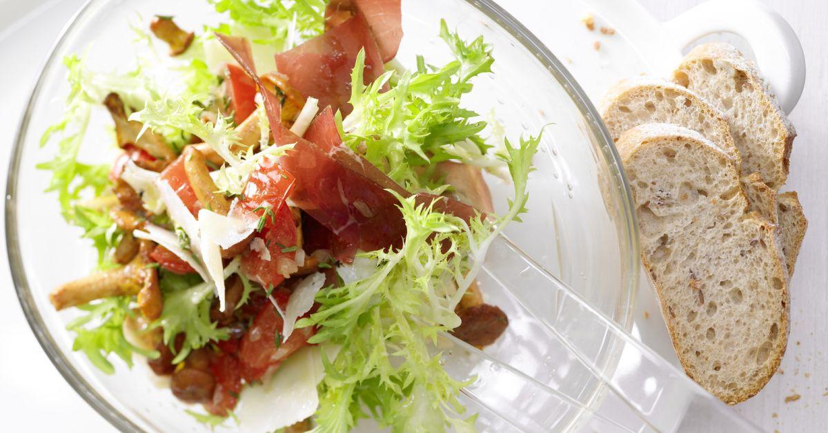 pfifferling fris e salat rezept eat smarter. Black Bedroom Furniture Sets. Home Design Ideas