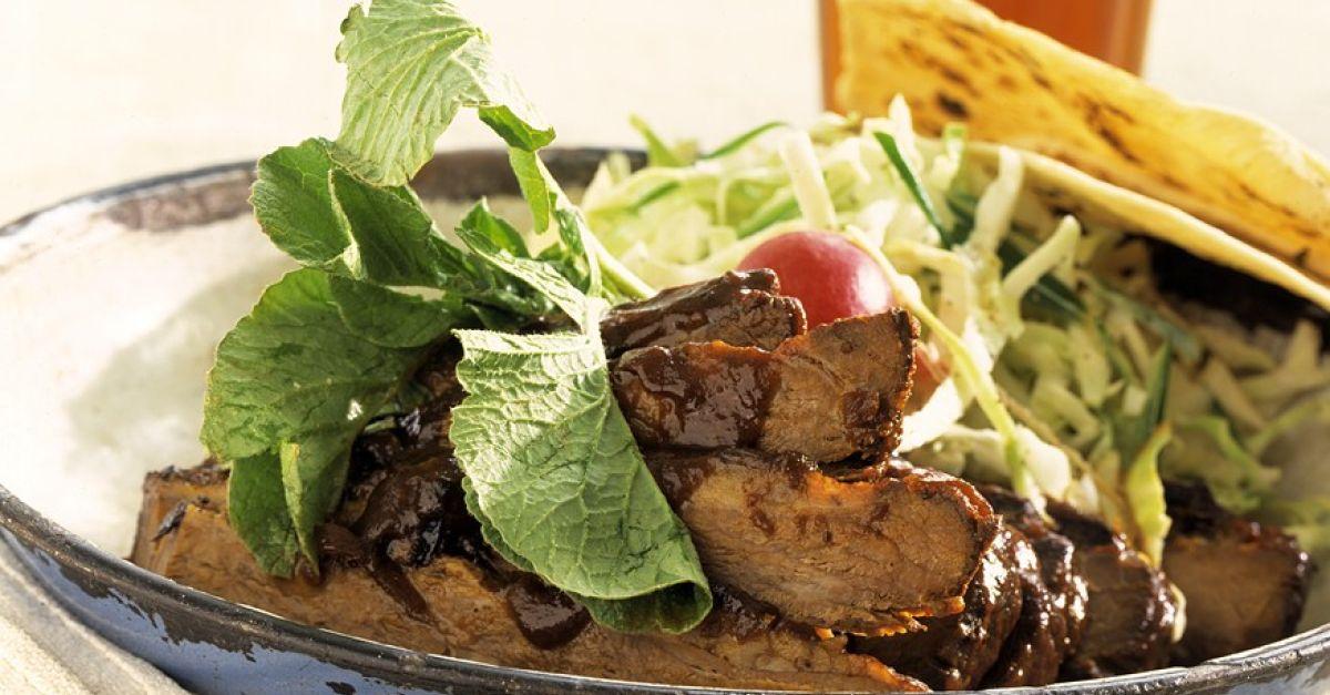 rindergeschnetzeltes mit salat und maischips rezept eat smarter. Black Bedroom Furniture Sets. Home Design Ideas