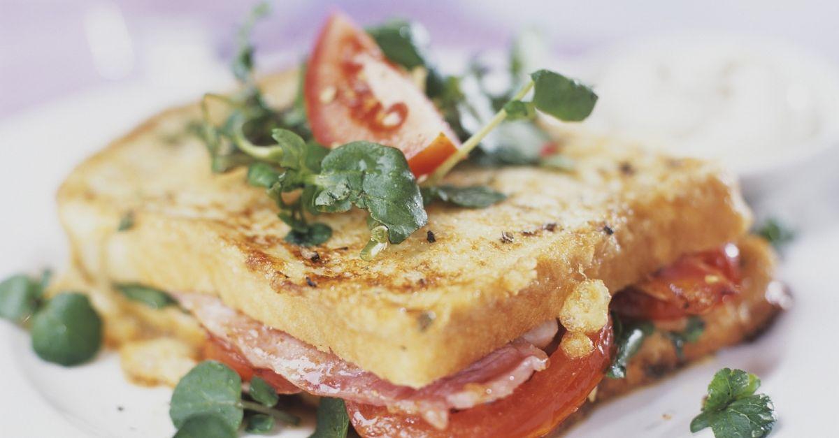 sandwich mit schinken salat und tomaten rezept eat smarter. Black Bedroom Furniture Sets. Home Design Ideas