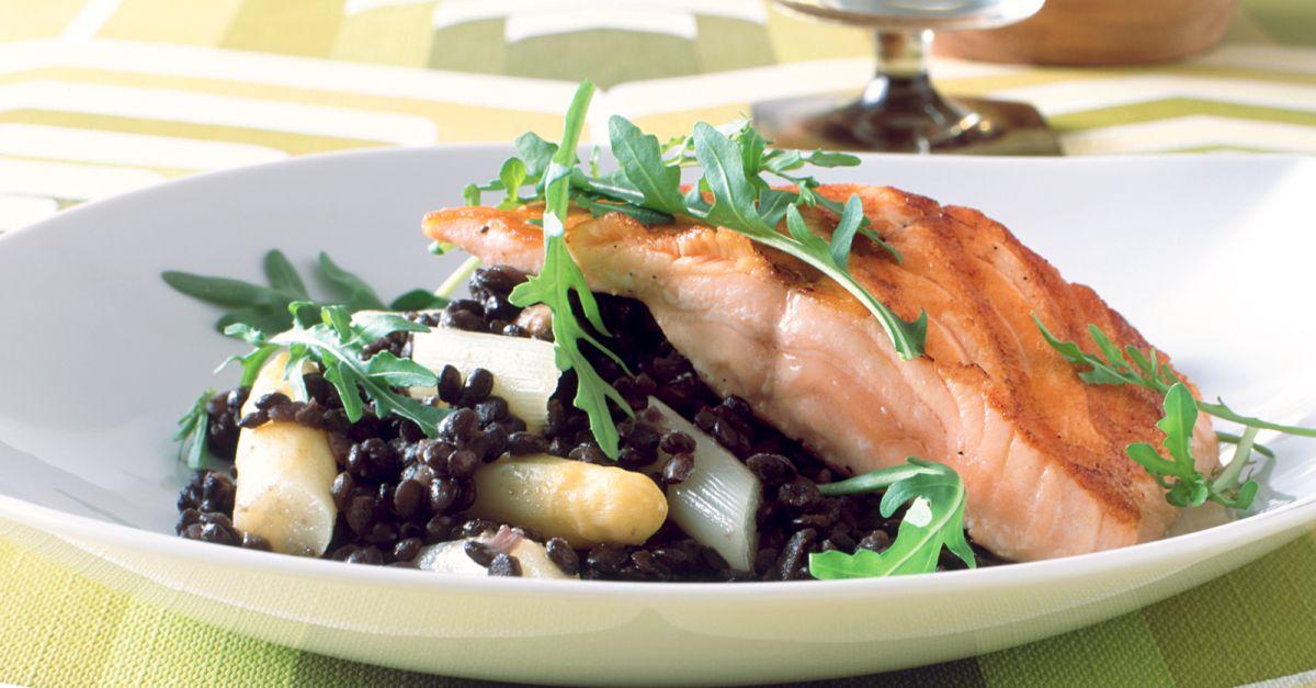 spargel linsen salat mit gebratenem lachs rezept eat smarter. Black Bedroom Furniture Sets. Home Design Ideas