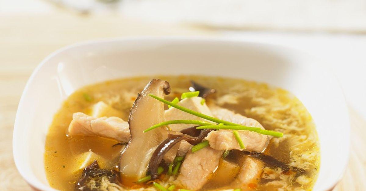 suppe mit schweinefleisch pilzen und ei rezept eat smarter. Black Bedroom Furniture Sets. Home Design Ideas