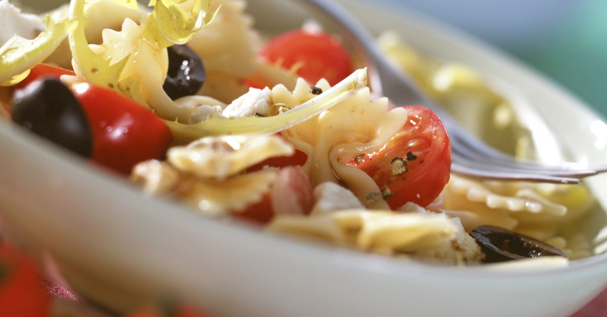tomaten nudel salat mit l wenzahn rezept eat smarter. Black Bedroom Furniture Sets. Home Design Ideas