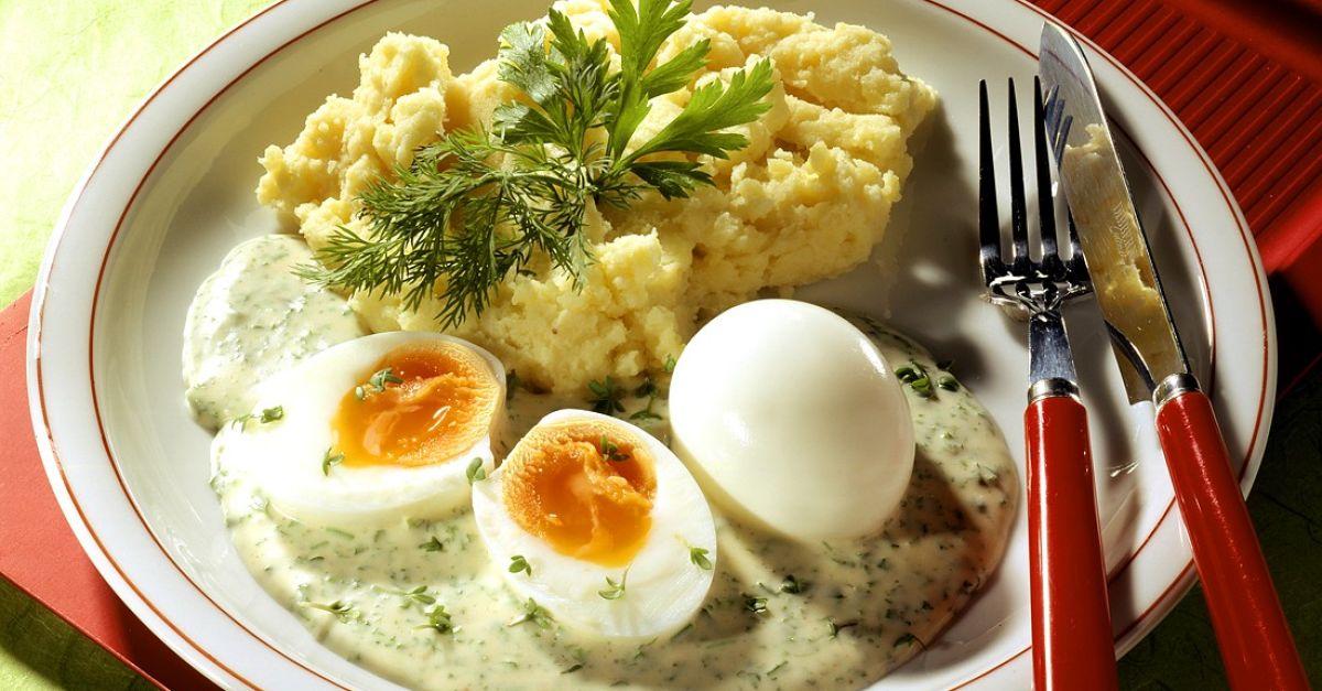 weiche eier mit kartoffelbrei und kr uterso e rezept eat. Black Bedroom Furniture Sets. Home Design Ideas