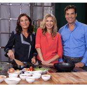 Ursula Karven umgeben von ihren Kochexperten