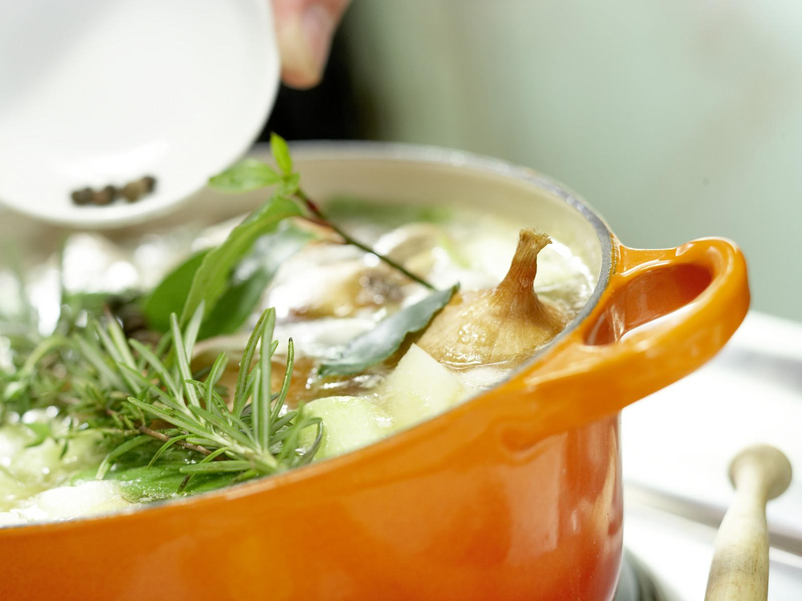 warum beim suppe kochen den topfdeckel abnehmen