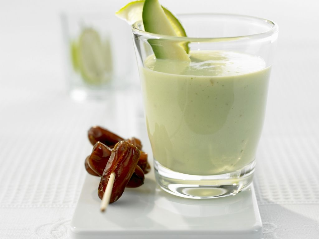avocado smoothie mit datteln rezept eat smarter. Black Bedroom Furniture Sets. Home Design Ideas