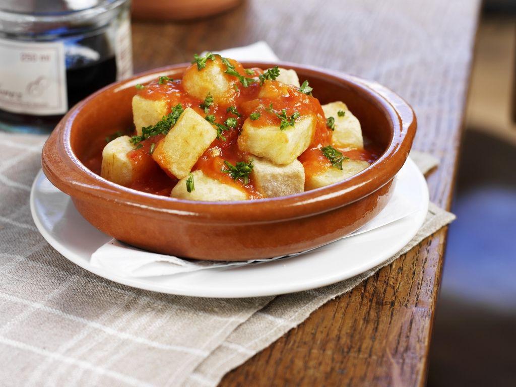 gebackene kartoffeln mit tomatensauce patatas bravas. Black Bedroom Furniture Sets. Home Design Ideas