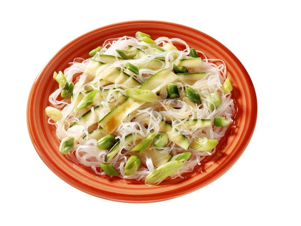 Glasnudeln mit Zucchini Rezept   EAT SMARTER