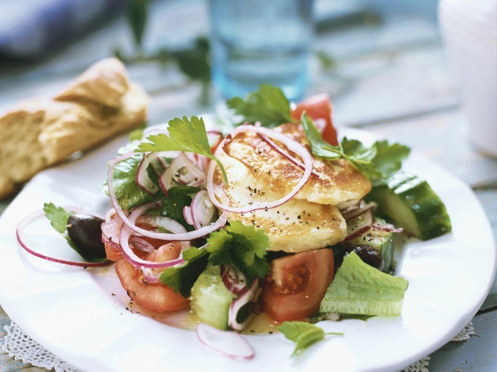 griechischer salat mit fisch rezept eat smarter. Black Bedroom Furniture Sets. Home Design Ideas