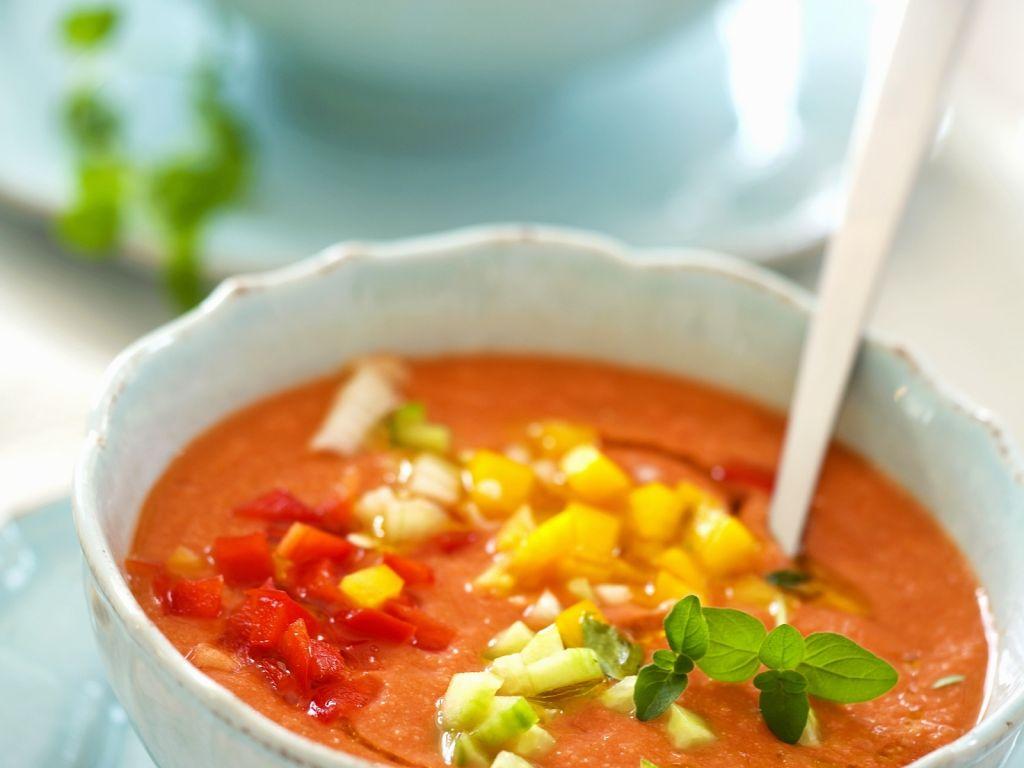 kalte spanische suppe gazpacho rezept eat smarter. Black Bedroom Furniture Sets. Home Design Ideas