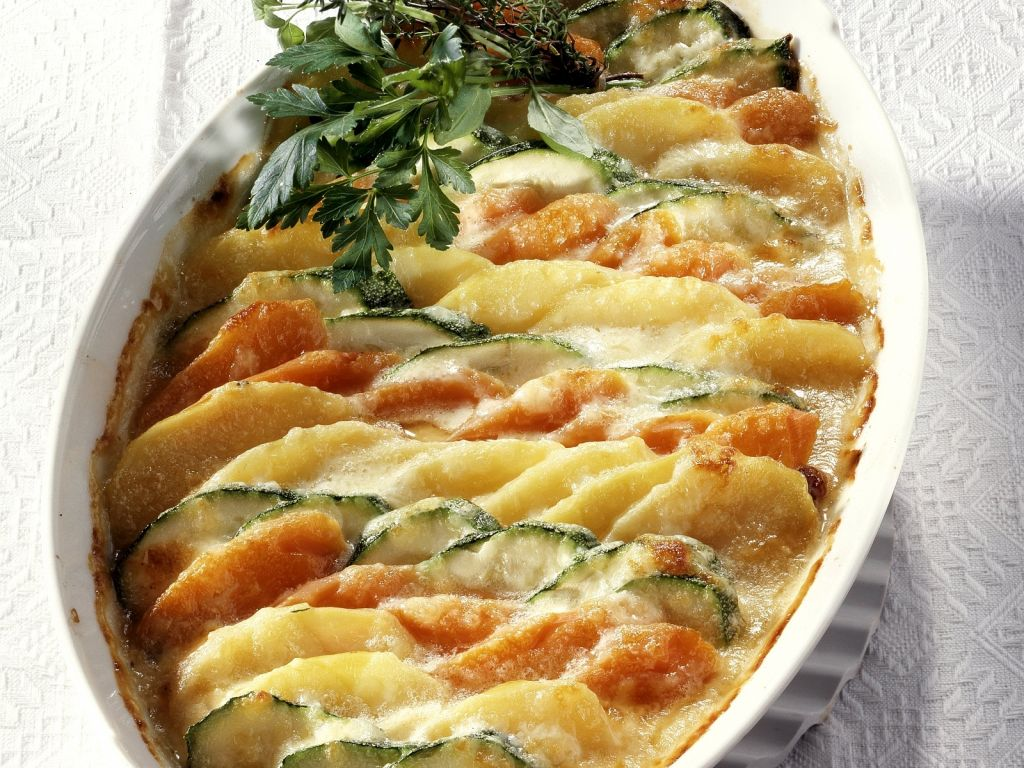 Kartoffel gem se gratin mit zucchini und karotten rezept eat smarter - Karotten kochen ...