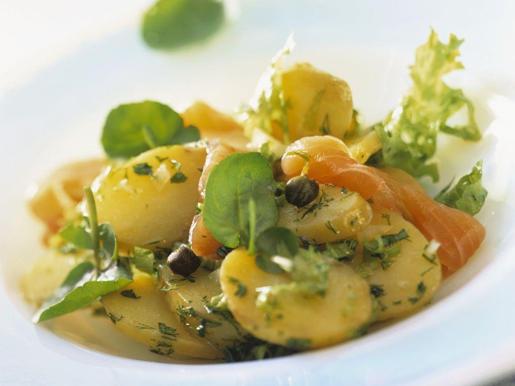 kartoffel r ucherlachs salat rezept eat smarter. Black Bedroom Furniture Sets. Home Design Ideas