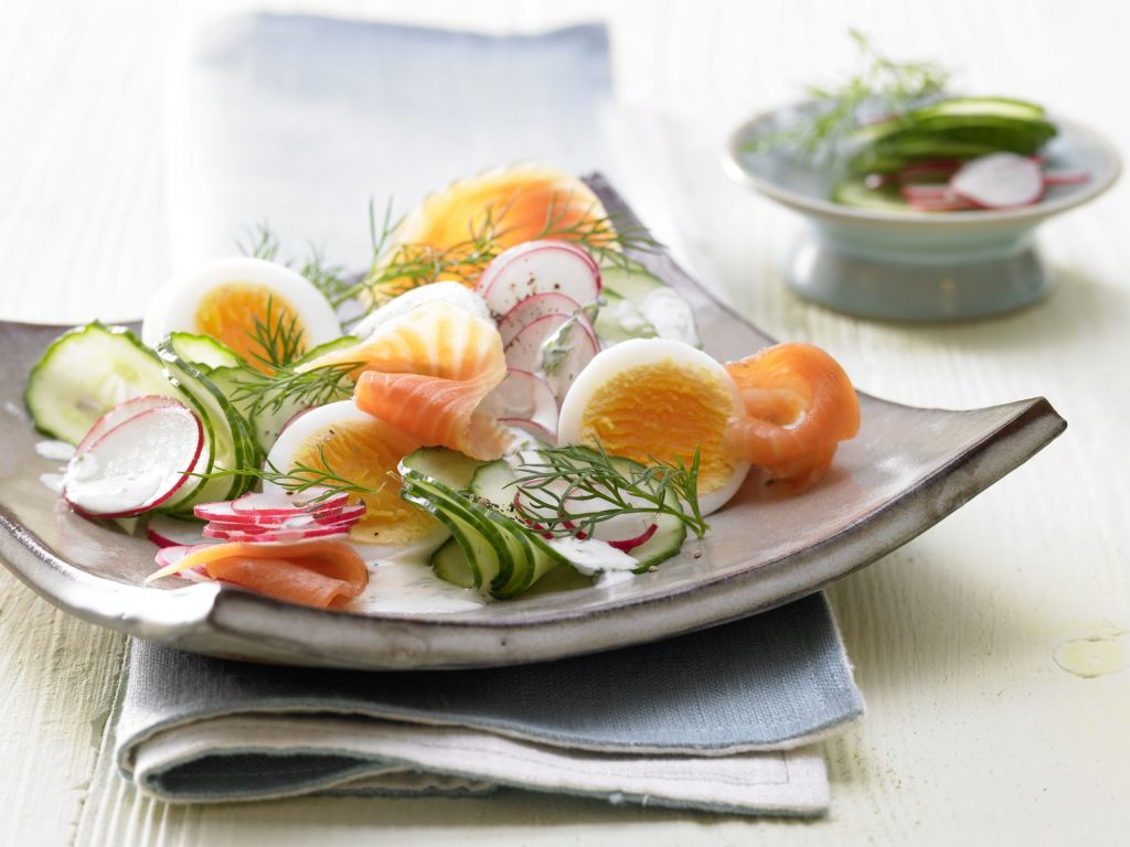 lachs gurken salat rezept eat smarter. Black Bedroom Furniture Sets. Home Design Ideas