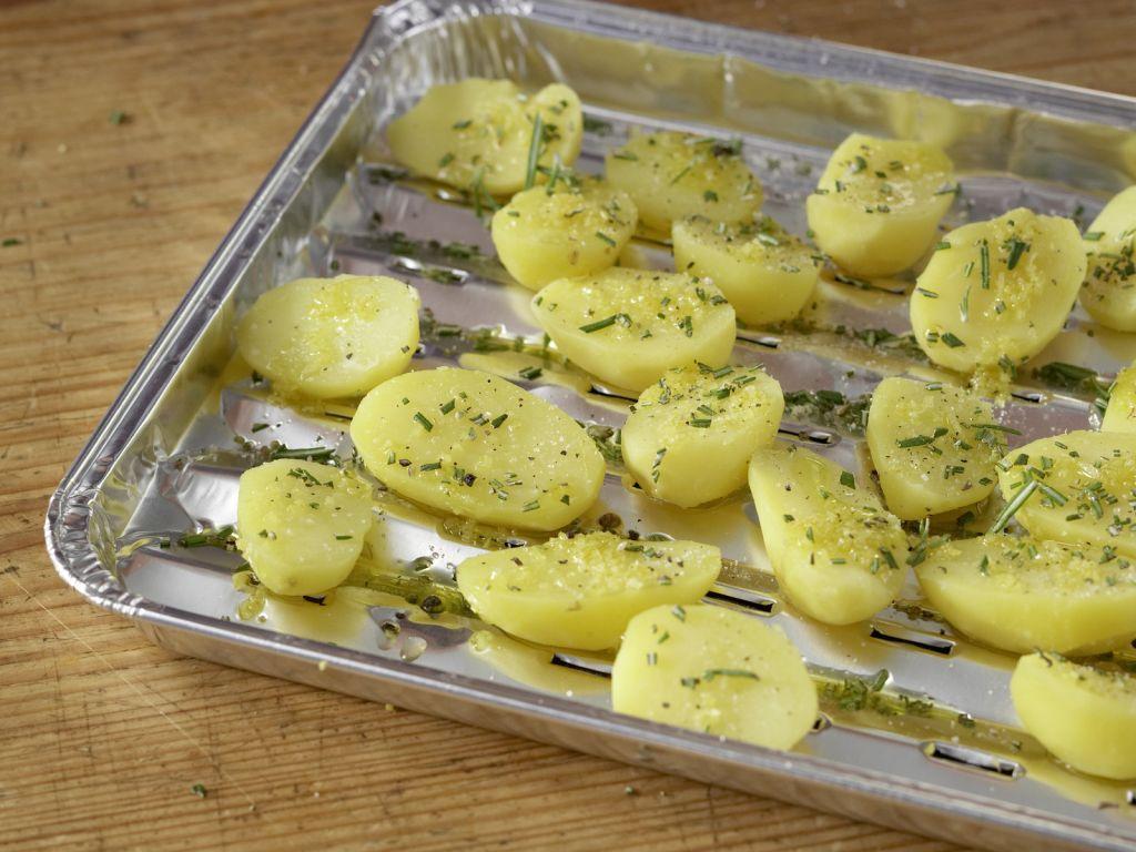 marinierte lammkoteletts mit zitronenkartoffeln rezept eat smarter. Black Bedroom Furniture Sets. Home Design Ideas