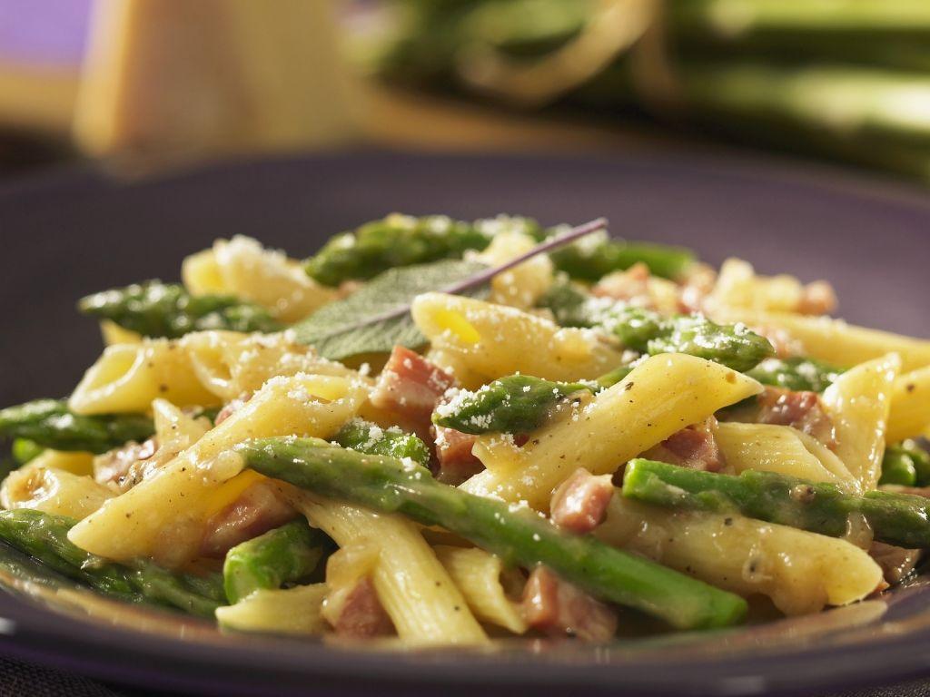 pasta mit schinken spargel und parmesan rezept eat smarter. Black Bedroom Furniture Sets. Home Design Ideas