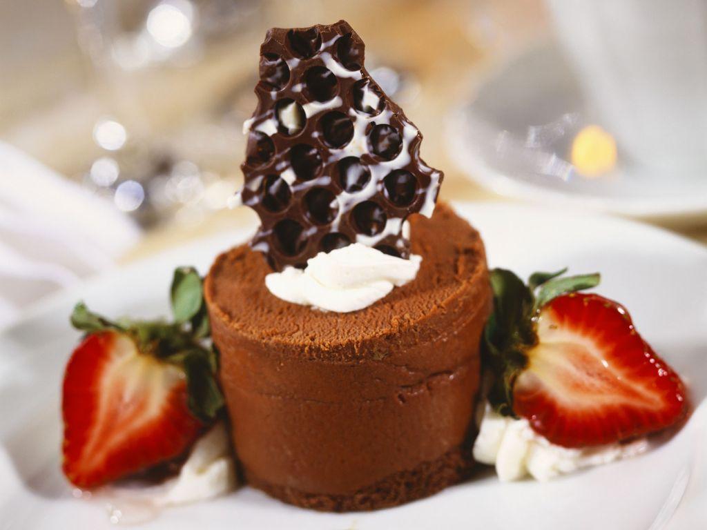 schokoladenmousse mit erdbeeren rezept eat smarter. Black Bedroom Furniture Sets. Home Design Ideas