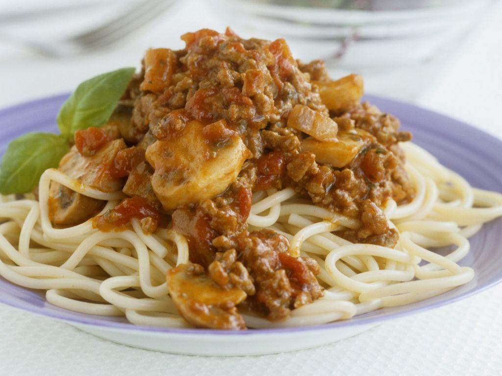spaghetti mit hackfleisch champignon so e rezept eat smarter. Black Bedroom Furniture Sets. Home Design Ideas